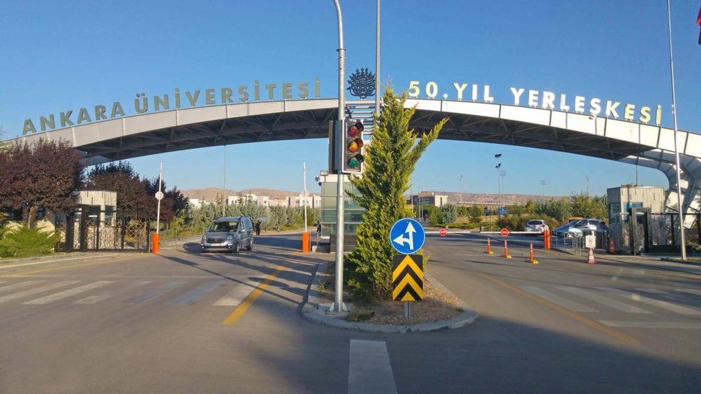 Ankara Üniversitesi Giriş Kapısı Görseli