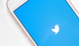 Twitter Uygulaması açık olan bir iPhone