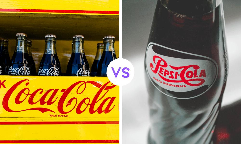 solda sarı üzerinde coca cola yazan kutusunun içinde coca cola yazılı şişeler ortada beyaz daire içinde vs yazısı Sağda üzerinde pepsi cola yazan şişe.