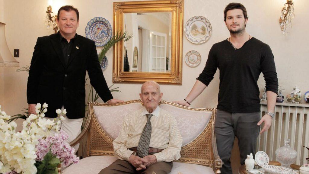 Doktor Cevdet Tuna, oğlu ve torununun bulunduğu görsel.