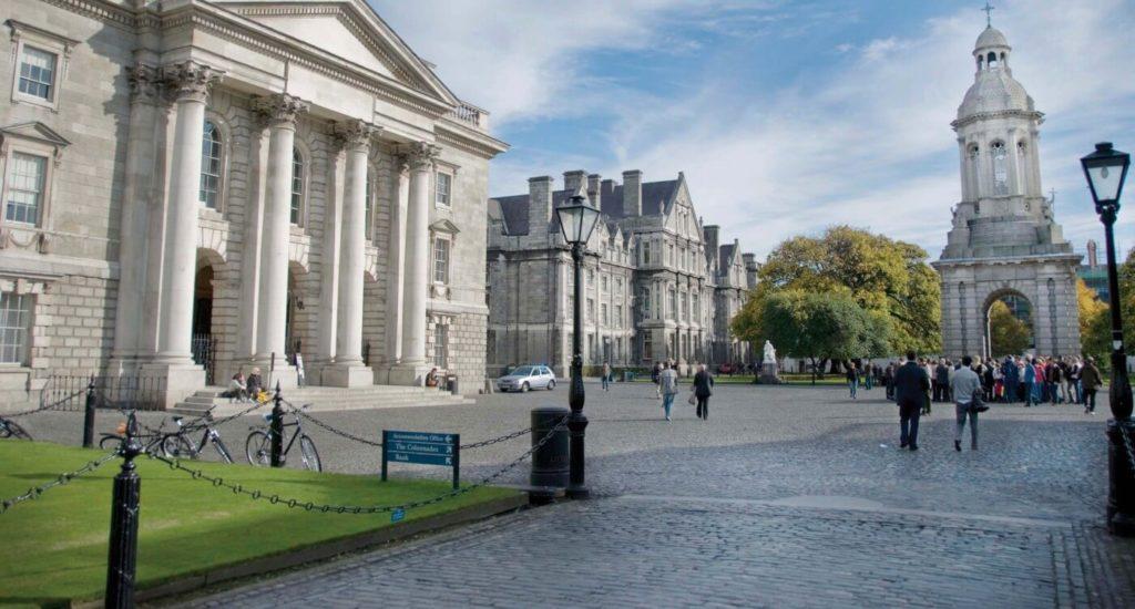 irlanda'da bir üniversite görseli