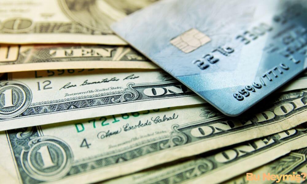 kredi kartı ve nakit para görseli
